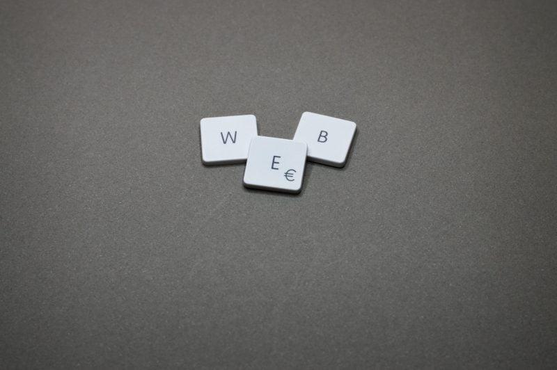 diferenta-dintre-gazduire-web-hosting-si-domeniu